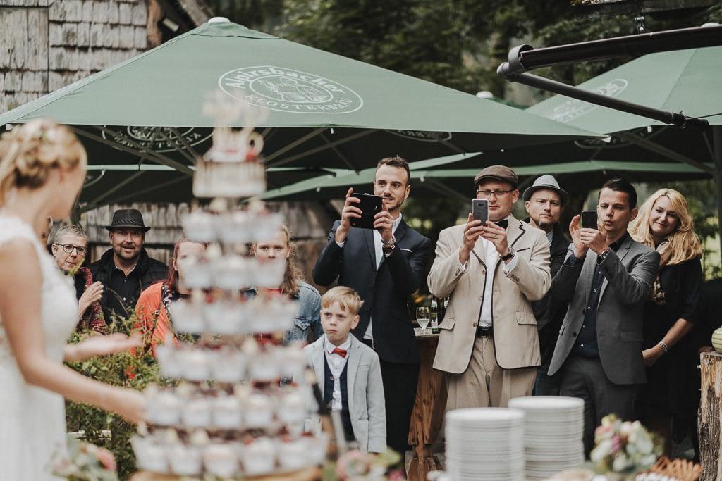 Sektempfang und die Hochzeitstorte am henslerhof